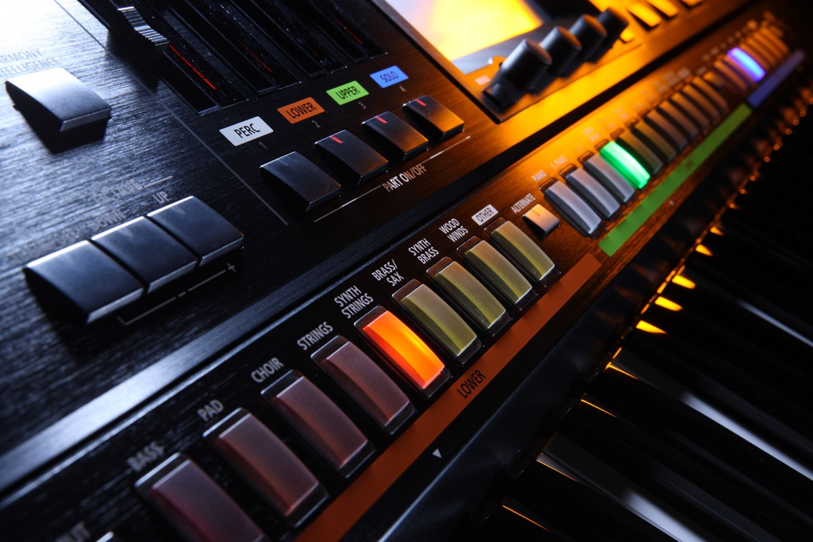 the roland jupiter 80 synthesizer synthtopia. Black Bedroom Furniture Sets. Home Design Ideas